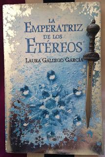 Portada del libro La emperatriz de los etéreos, de Laura Gallego