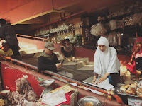 Barokah Aksi 55, Dagangan Hendak Diborong, Ibu Penjual Roti ini Malah Nangis & lakukan Hal Tak Terduga