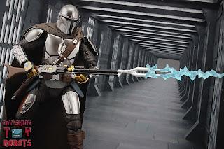 S.H. Figuarts The Mandalorian (Beskar Armor) 39