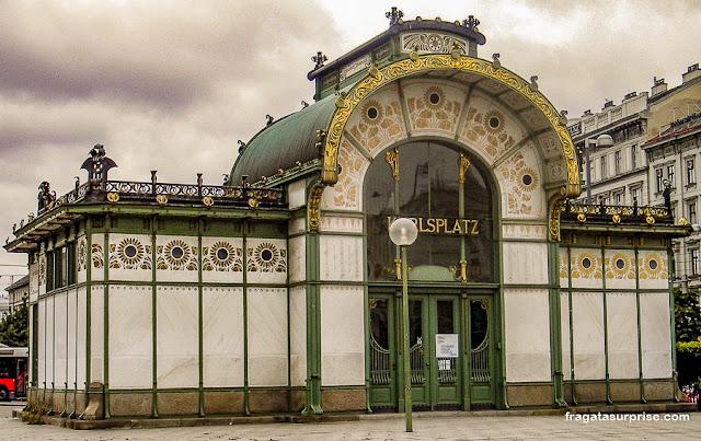 Estação de metrô art nouveau em Karlsplatz, Viena, Áustria
