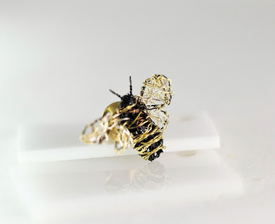 bee art, contemporary jewelry, bee jewelry
