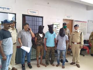 पुलिस ने चोरी गई इनोवा कार को, महज़ सात घंटों में ढूंढ़कर तीन आरोपियों को किया गिरफ्तार