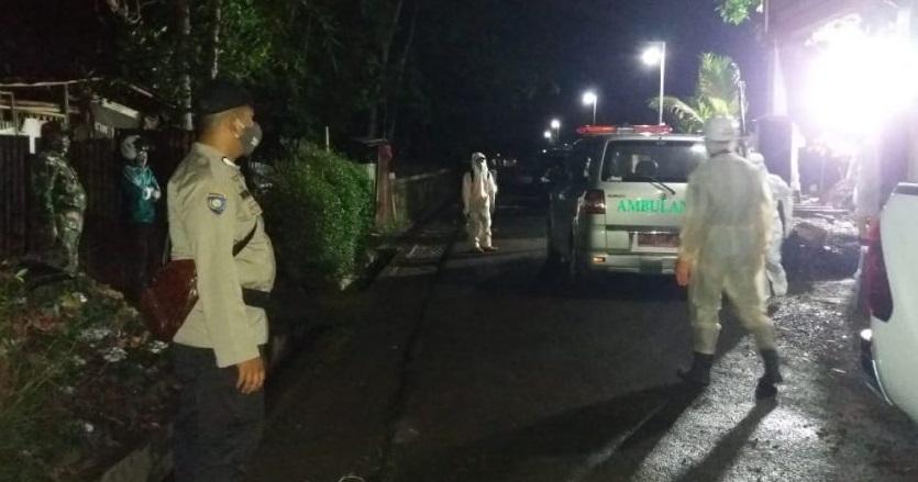 Polisi Kawal Pemakaman Warga Padamara dengan Protokol Covid-19