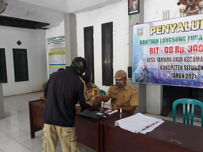 Pemerintah Desa Tambak Ukir, Salurkan Bantuan Langsung Tunai Dana Desa (BLT DD) Tahap 5 Kepada 102 KPM di Balai Desa