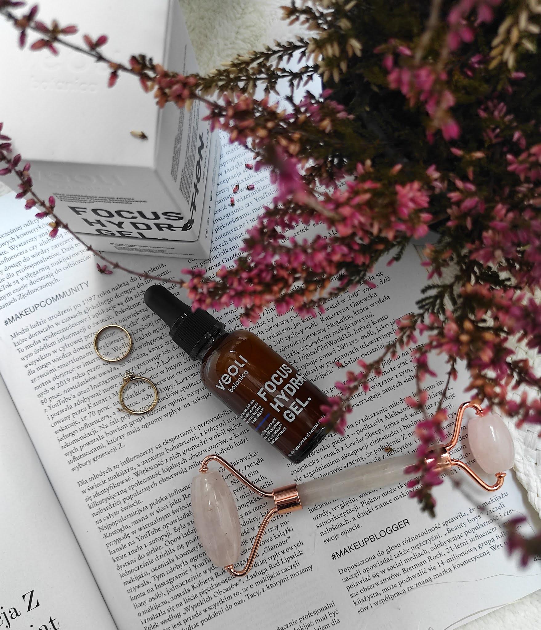 Focus Hydration Gel nawilżające serum żelowe z potrójnym kwasem hialuronowym i fermentem z czarnej herbaty kambuchka 98,64% składników pochodzenia naturalnego