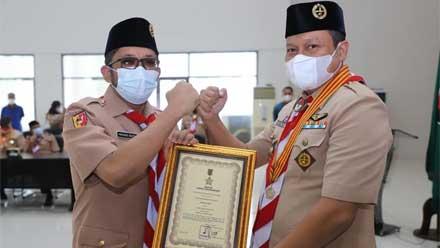 Hendri Septa Terima Penghargaan Lencana Darma Bakti
