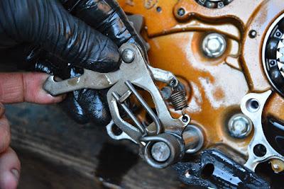 Honda CBR 125 Gear selector shaft removal refitting