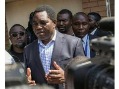 Zambian presidential candidate Hakainde Hichilema talks to journalists after casting his ballot in Lusaka, on August 11, 2016. By (AFP)