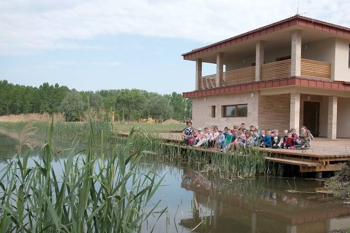 Szabadidőparkot és csónakházat adtak át Bábolnán
