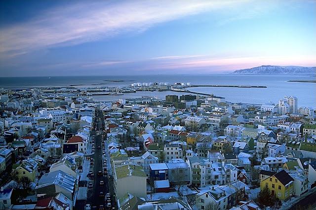 Reykjavík, Islândia - que adotou jornada semanal de 4 dias - Foto: Andreas Tille, via Wikimedia Commons