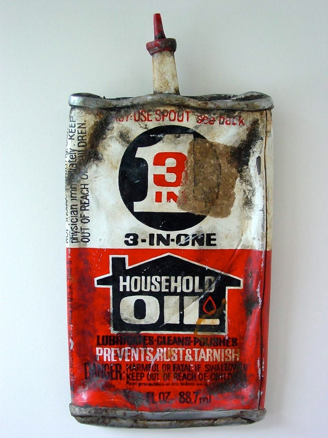 02-Household-Oil-3-in-One-Tom-Pfannerstill-Hyper-Realistic-Paintings-Sculptures-From-the-Street-www-designstack-co