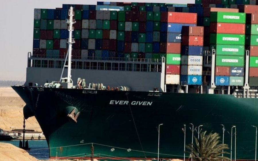Acordo libera navio que bloqueou Canal de Suez; tripulantes estavam confinados