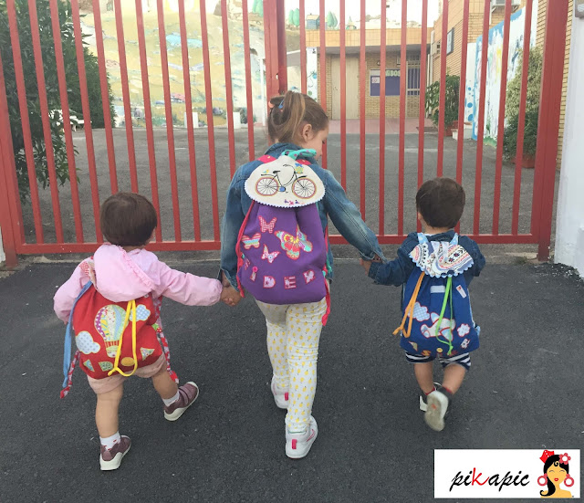 Aroa, Eider y Asier con mochilas Pikapic