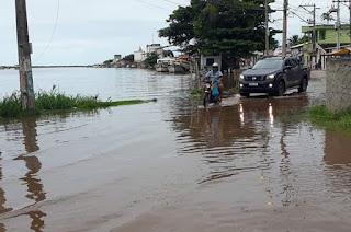 http://vnoticia.com.br/noticia/4486-ressaca-do-mar-associada-a-mare-alta-faz-rio-transbordar-em-barra-do-itabapoana