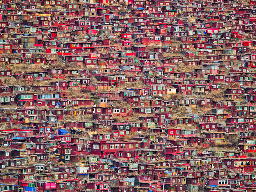 Larung Gar, China - I Quit My Studies At The Age Of 18 And Traveled To 97 Countries Since Then