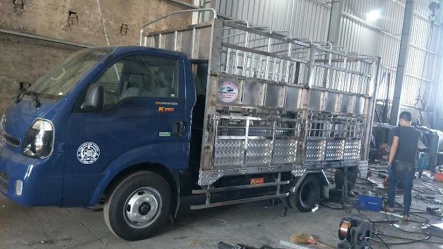 Đóng thùng xe tải chở gia súc