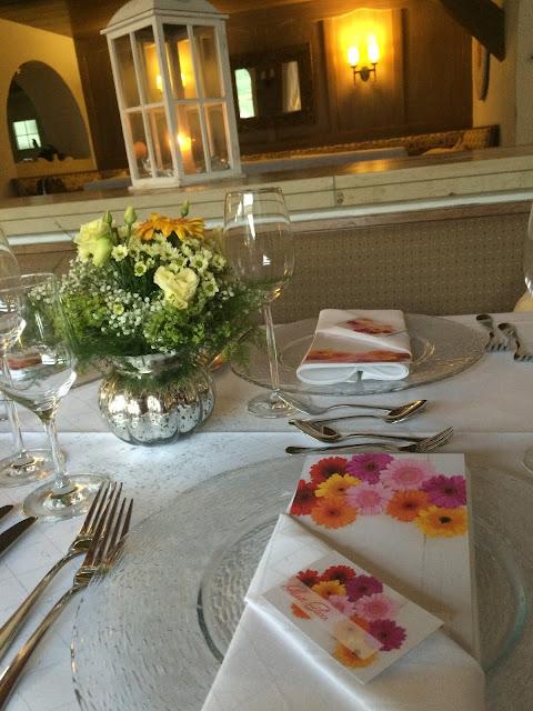Gerbera decor, Texas wedding in Germany, Bavaria, Garmisch-Partenkirchen, Riessersee Hotel, wedding destination location, wedding planner Uschi Glas, alps and lake-side wedding
