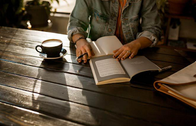 Pengertian, Jenis, Contoh, dan Pengelompokan Kata Kerja