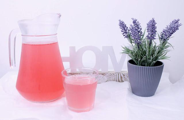 Orzeźwiający napój rabarbarowy
