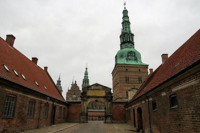 Copenhagen in Winter: Gate to Frederiksborg Castle]