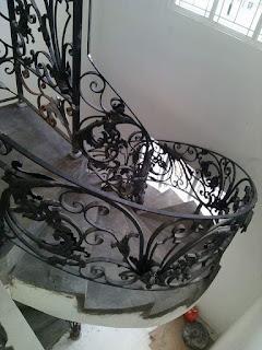 Tangga Klasik, Tangga Antik, Tangga Rumah Mewah, Desain Railing Tangga