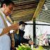 Jokowi Beli Jagung Rebus di Pinggir Jalan