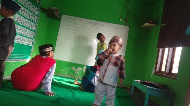 pendidikan-dini-agama-belajar-mengaji-di-TPQ