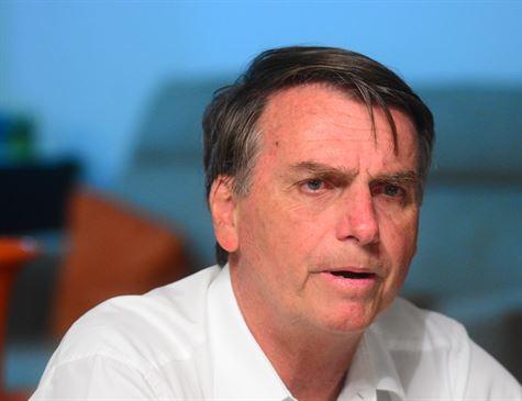 Médico veta participação de Bolsonaro nos primeiros debates do segundo turno