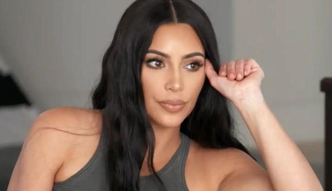 """Kim Kardashian ábrese sobre a tarxeta de Nadal da familia """"photoshop"""""""