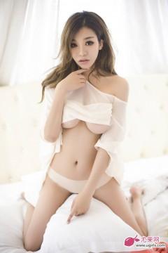 Gã thợ chụp ảnh gian xảo và Akane Rino ngây thơ