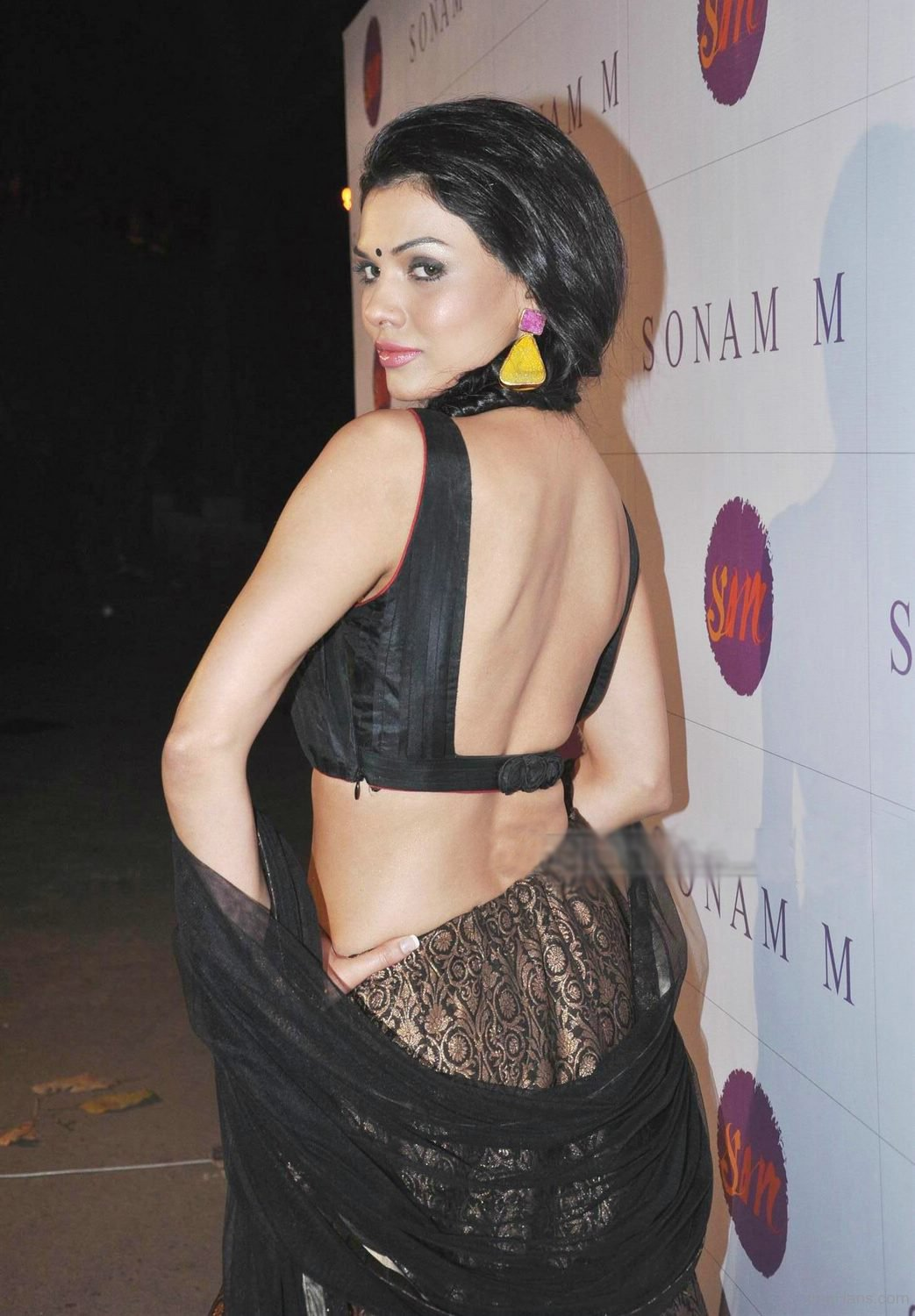 Pakistani actresses backside poses