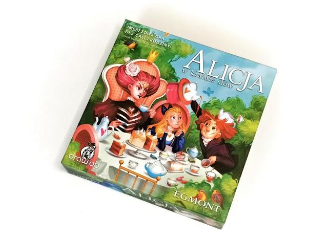 na zdjęciu pudełko gry alicja w krainie słów