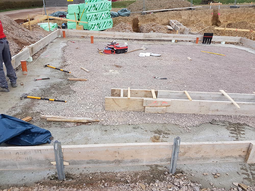 hausbau mit okal baublog hessen rtk 2 tag bodenplatte verschalung betonieren. Black Bedroom Furniture Sets. Home Design Ideas