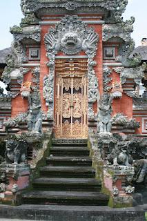 Traditional Balinese house. Традиционный балийский дом.