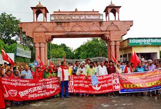 पुसा में कुलपति के भ्रष्टाचार के खिलाफ जन आंदोलन में उमड़ा जनसैलाब, किया रोषपूर्ण प्रदर्शन