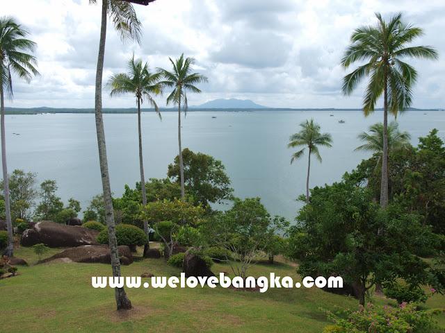 objek wisata Pantai Batu Dinding Desa Mantung Kecamatan Belinyu - Kabupaten Bangka propinsi bangka belitung