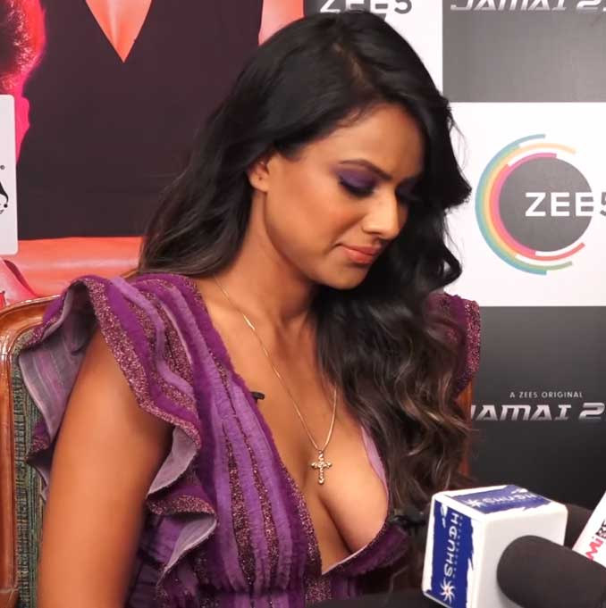 Nia Sharma Hot and Sexy deep Cleavage, Nia Sharma boobs