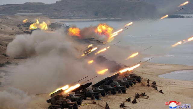 Kim Jong-un monitorea ejercicio de artillería de largo alcance