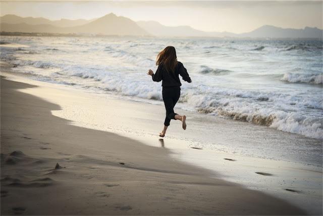 correr por la playa sunday time chicanddeco