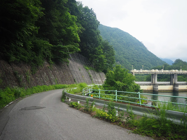 土呂部川 黒部ダム、