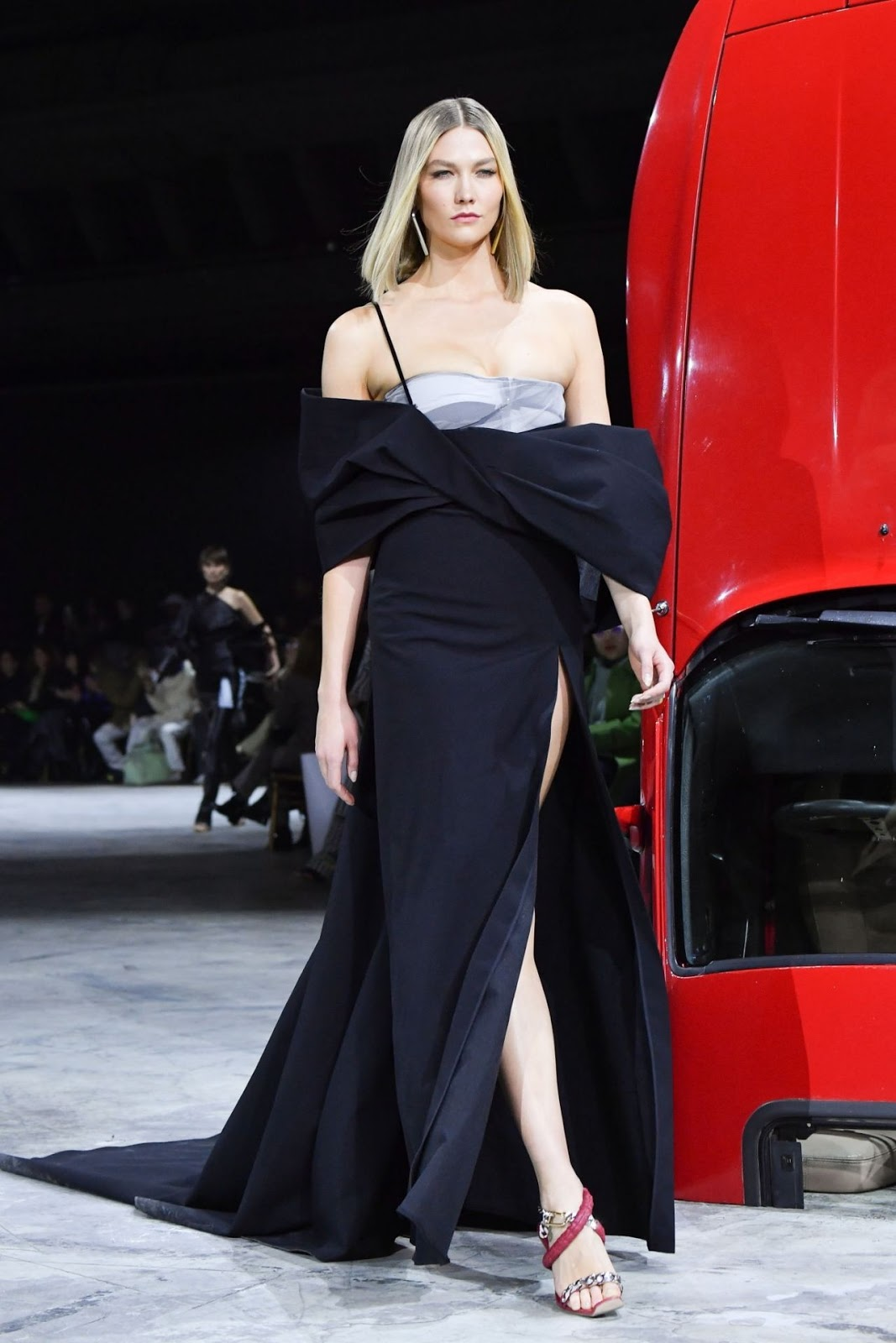 Karlie Kloss – Walks Off-White Show at Paris Fashion Week