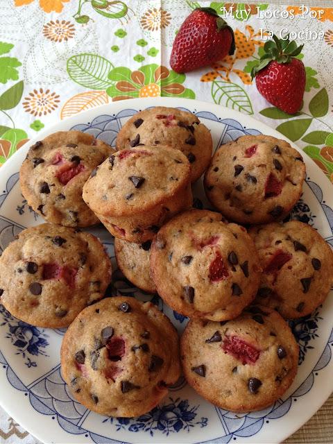 Muffins de Fresas y Pepitas de Chocolate con Compota de Manzana (Bajos en grasa)