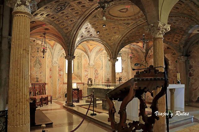 Cripta de la catedral de Módena