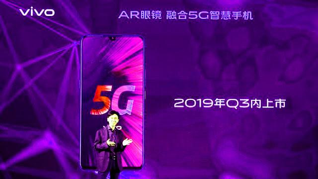 كشفت شركة Vivo في مؤتمرها الذي انعقد قبل شنغهاي MWC يوم الثلاثاء عن أول هاتف 5G يسمى Vivo iQoo 5G. عرضت الشركة الصينية أيضًا تقنية Super FlashCharge 120W. بالإضافة إلى ذلك ، كشفت الشركة عن نظارات AR ، التي يطلق عليها اسم Vivo AR Glass ، والتي تستند إلى تقنية 6DoF (Six Degrees of Freedom) وعروض رياضية مزدوجة. إلى جانب أحدث الإصدارات في MWC Shanghai ، أكد الموقع الإلكتروني لشركة Vivo في الصين على iQoo Neo. تعرض القائمة الإلكترونية أيضًا هاتف Vivo iQoo الذكي الجديد باللون الأسود والأرجواني.
