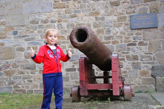 Cannone presso il Castello di Saint Malo