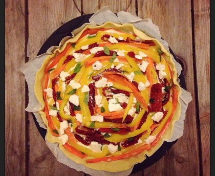 Pie: feta cheese and vegetables from the sun