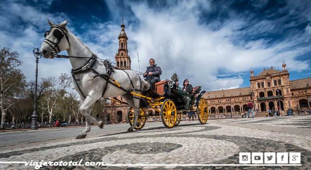 Sevilla, España. Paseo turistas