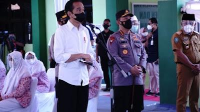 Presiden dan Kapolri Tinjau Vaksinasi Merdeka di Pesantren dan Tempat Ibadah se-Indonesia
