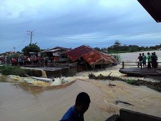 Tangani Jalan Putus, Pemkab Aceh Jaya Bangun Jembatan Darurat