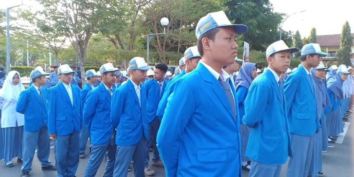 Smk Muhammadiyah Trenggalek ikuti Parade Senja dan Upacara Penurunan Bendera Merah Putih l esemkamu.com